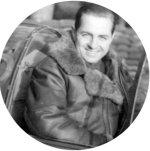 Photo de Donald Burton McPhail – Le sous-officier Donald McPhail assis dans le cockpit d'un chasseur Westland Whirlwind du 263e Escadron de la RAF. Donald a trouvé la mort dans un appareil du même type, le 7 décembre 1942, 6 milles au sud de l'île de Jersey.