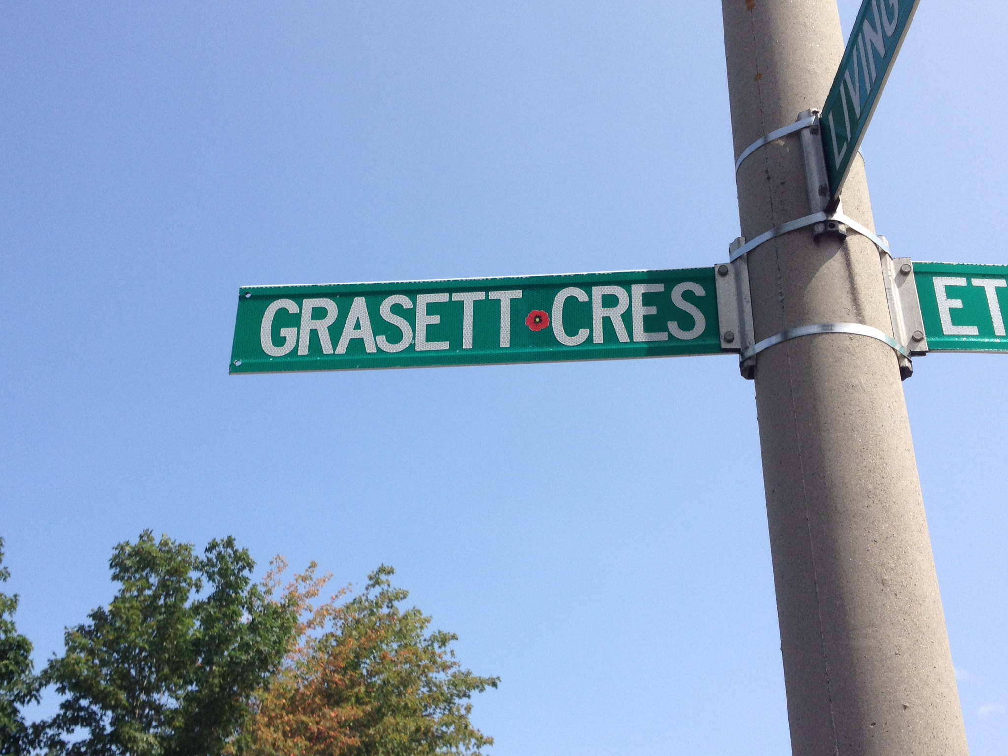 Memorial Street – Barrie street named in honour of Lieutenant Hugh Mackay Grasett with a poppy.