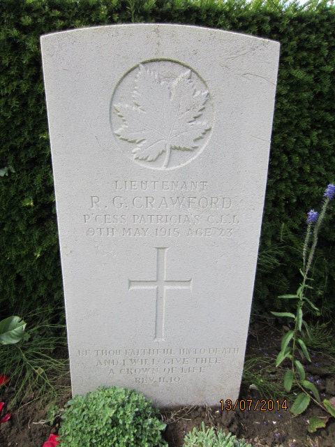 Grave marker – Grave marker at Bailleul Communal Cemetery in France showing inscription for Lieutenant Richard Gilpin Crawford. Image taken 13 July 2014 by Tom Tulloch.