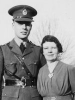 Group photo – Arthur Frederick Tongs and his mother Nellie