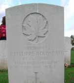 Pierre tombale – La pierre tombale de J.P. au cimetière Ranville, en France.