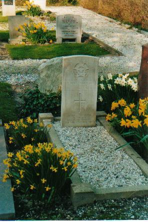 Gravemarker (photo 3)