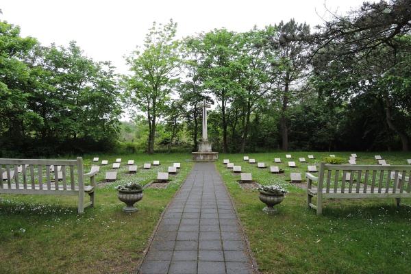 Cemetery – Cemetery with Cross of Sacrifice