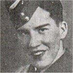 Photo de Frederick Verne Stephens – Il s'est enrôlé dans l'ARC et avait presque terminé sa formation de pilote à l'école de pilotage militaire n° 16, à Hagersville, quand son appareil Anson aircraft est entré en collision avec un autre lors d'un exercice de vol en formation.