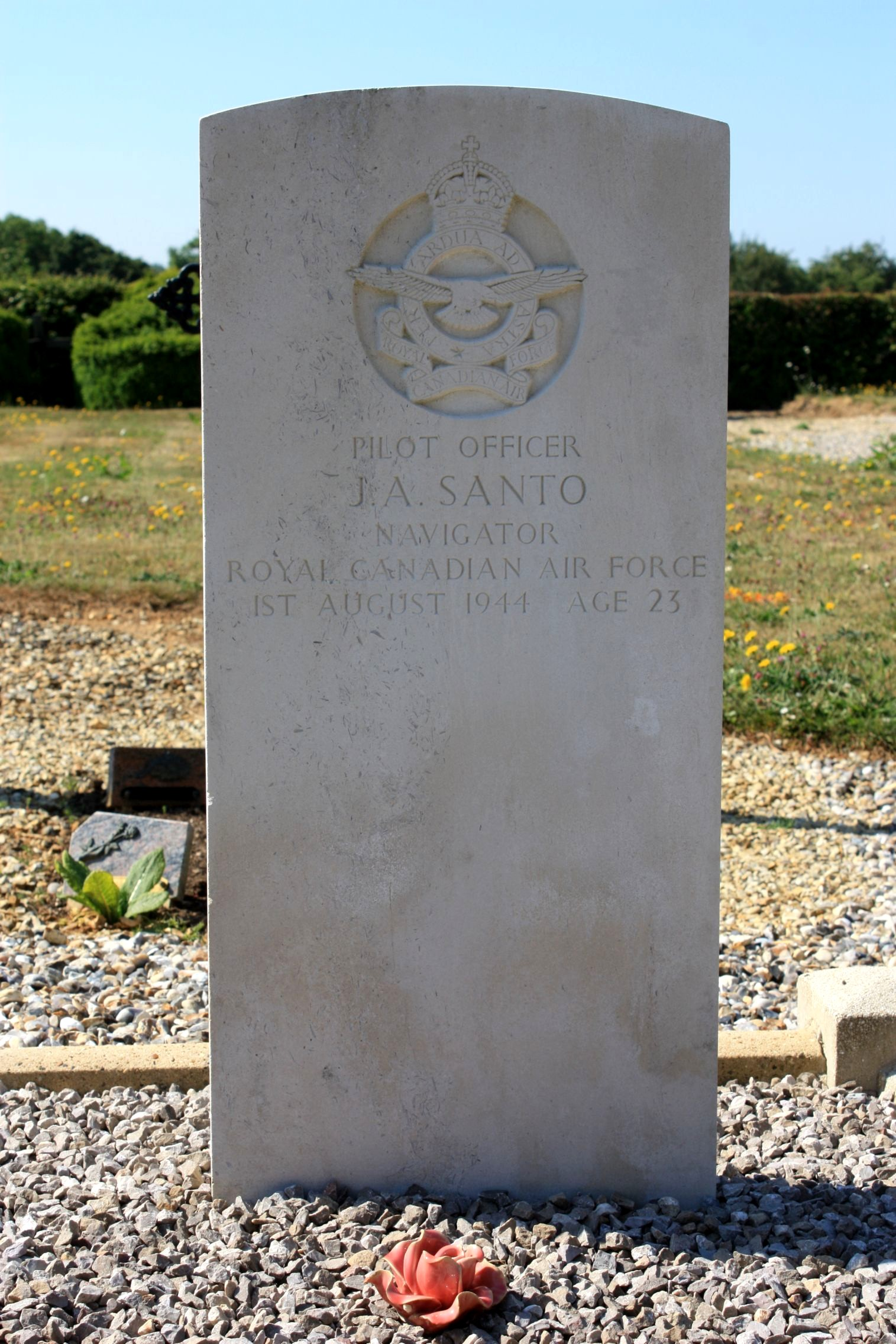 Grave Marker – Photo of grave marker courtesy of Kelvin Youngs, Aircrew Remembered