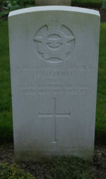 Grave Marker – Photo provided by The Commonwealth Roll of Honour Project. Volunteer Henry Drury