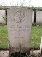Pierre Tombale – La pierre tombale au cimetière de la route d'Arras Roclincourt situé à l'extérieur, à environ 5 kilomètres du Mémorial du Canada à Vimy. Qu'il repose en paix. (John & Anne Stephens 2013)