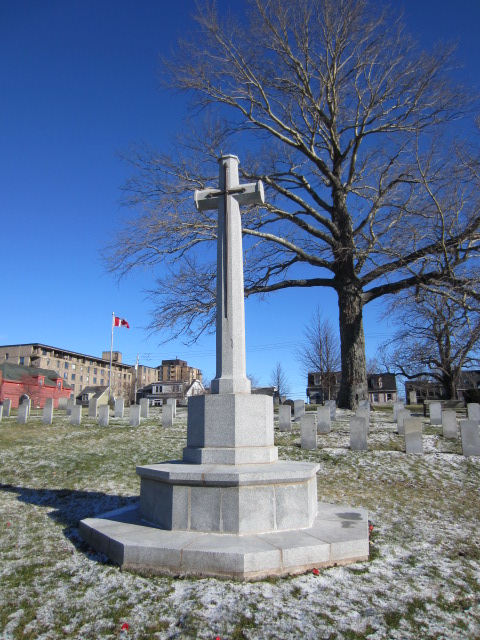Memorial – Cross of Sacrifice at Fort Massey Cemetery in Halifax, Nova Scotia, Canada. Image taken 20 December 2015 by Tom Tulloch.