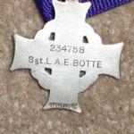 la Croix du Souvenir – Soumis Par Operation Picture Me.