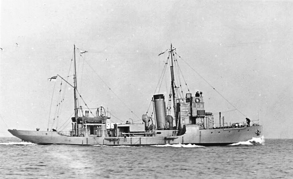 Vessel – An image of HM Whaler Chchalot, similar to HM Whaler Blackwhale, in which George William Gage was serving as an Ordinary Seaman RNCVR when the ship was sunk by a German mine during World War I.