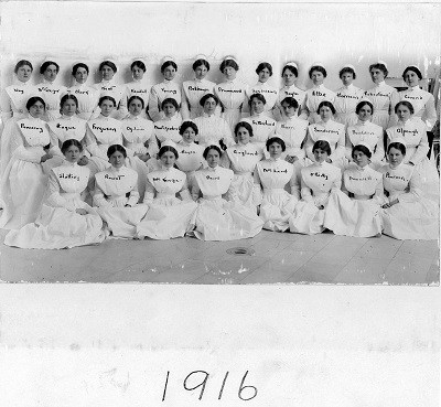 Graduating class of 1916 – Graduate Class of the Royal Victoria Hospital School of Nursing, 1916. Photo Credit: MUHC Archives and Special Collections Service. 2011-0002.04.677.