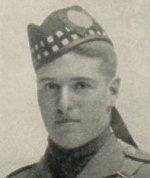 Photo de Richard Austin Brown – Le capitaine Richard Austin Brown a fréquenté le St. Andrew's College, où il a été membre du corps de cadets de 1908 à 1914.  Cette photographie est tirée du numéro- souvenir de juin 1919 du journal du collège, « The Review ».