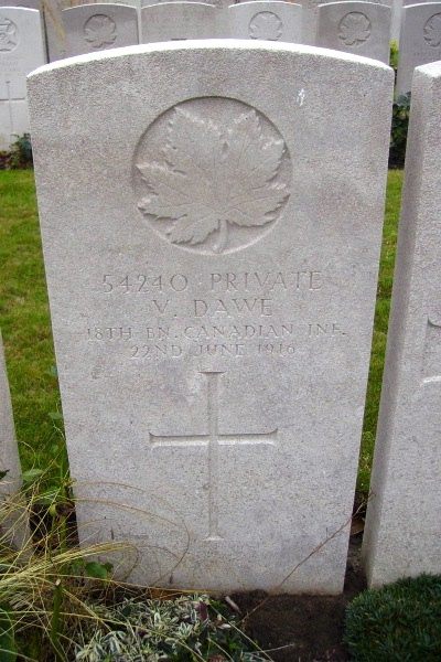 Grave marker – Lijssenthoek Military Cemetery … photo courtesy of Marg Liessens
