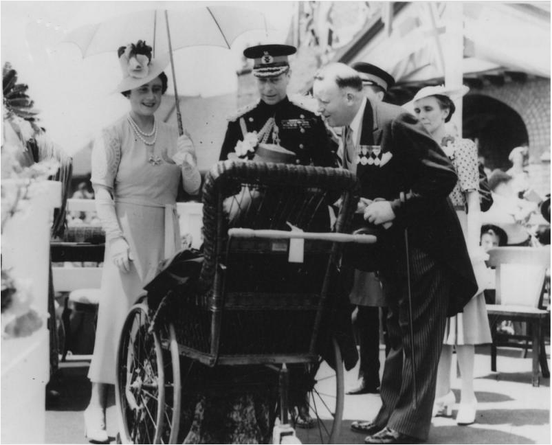 Group Photo – Katherine's mother Mrs Mary Maud Macdonald (Silver Cross Mother) meets King George and Queen Elizabeth in 1939