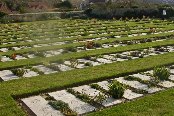 Cemetery – Wimereux Communal Cemetery … photo courtesy of Marg Liessens
