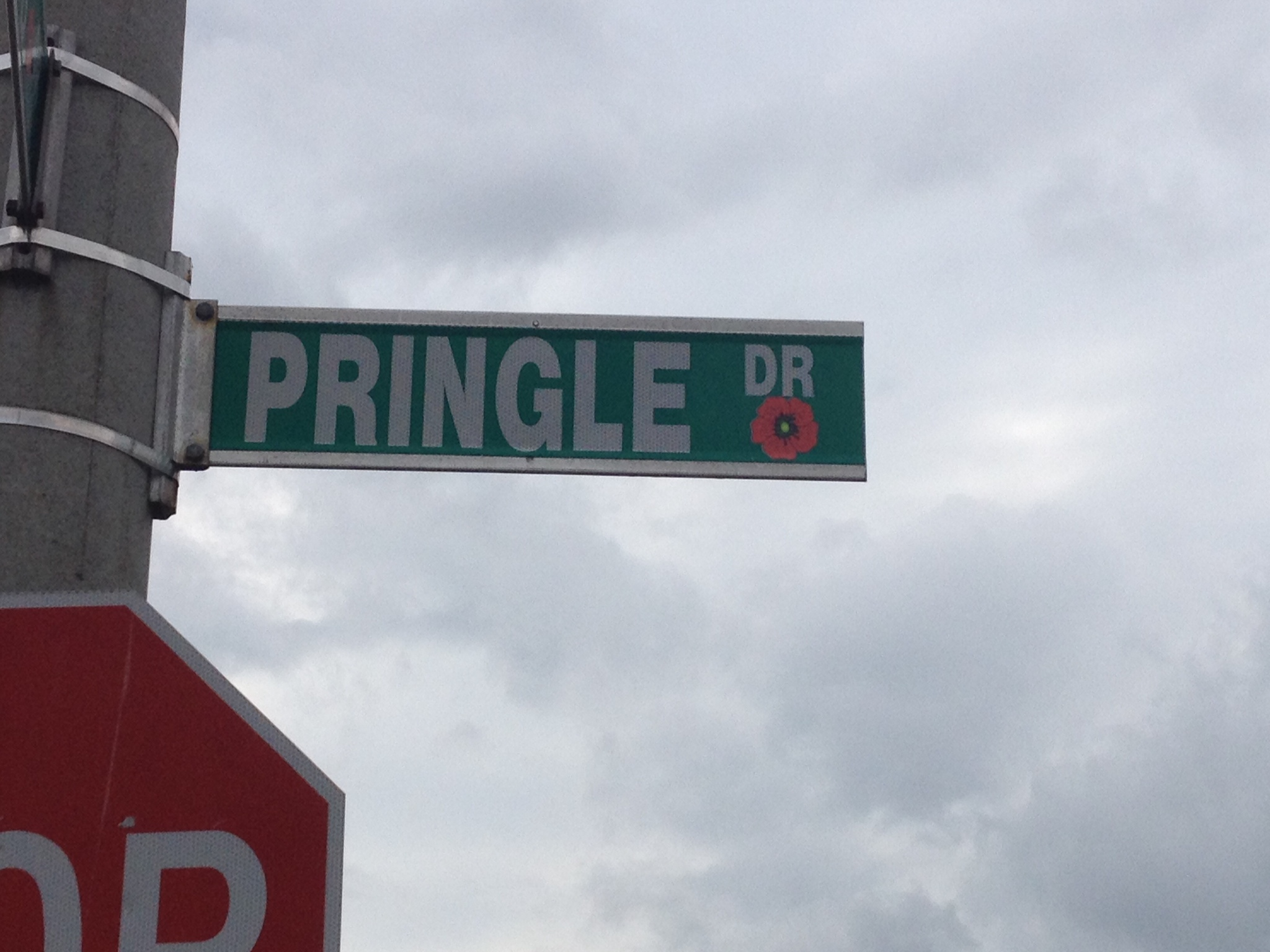 Street sign – Barrie street named in honour of Private George Alfred Pringle with a poppy.