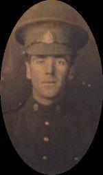 Photo de W. Spencer Hollowell – W. Spencer Hollowell avant son départ outre-mer, vers 1916. Il avait envoyé la photo à sa soeur, Grace Elizabeth (Hollowell) Calder.