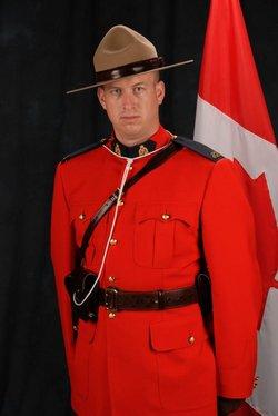 Gendarme Derek William Henry Pineo – © Sa Majesté la Reine du chef du Canada représentée par la Gendarmerie royale du Canada