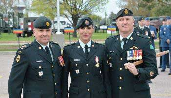 3 soldiers in dress uniform standing together for a picture