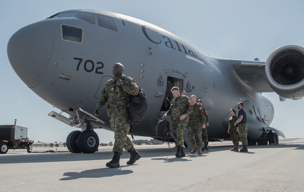soldiers exiting plane