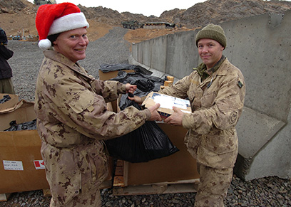 soldiers receiving Christmas mail