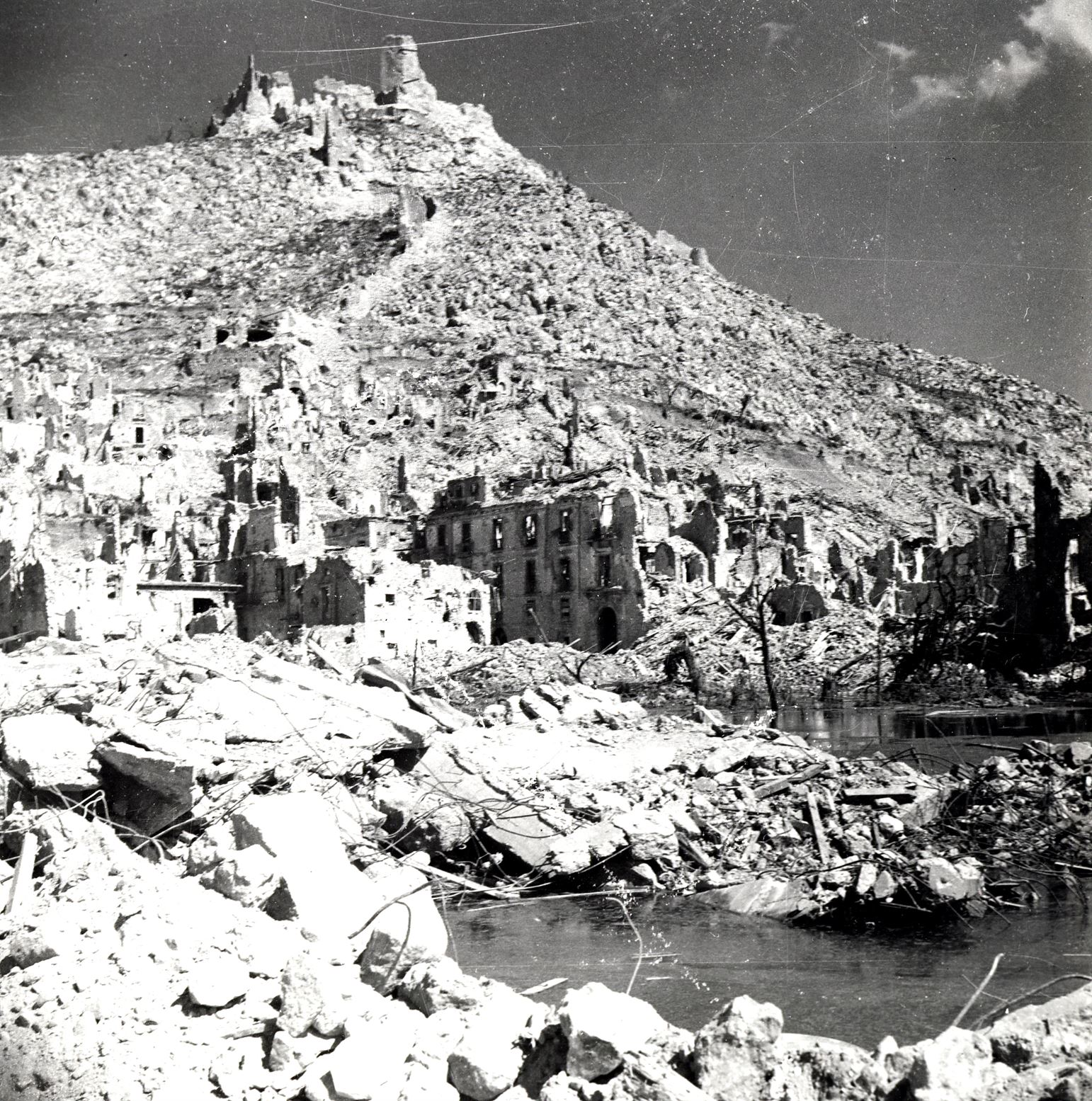 Cassino, Italy. May 1944. <br /><em>(Photo: Library and Archives Canada PA-032995)</em>