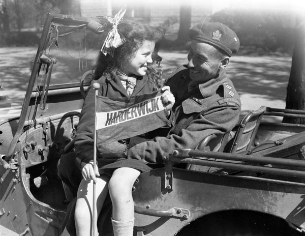 Canadian soldier and a little Dutch girl