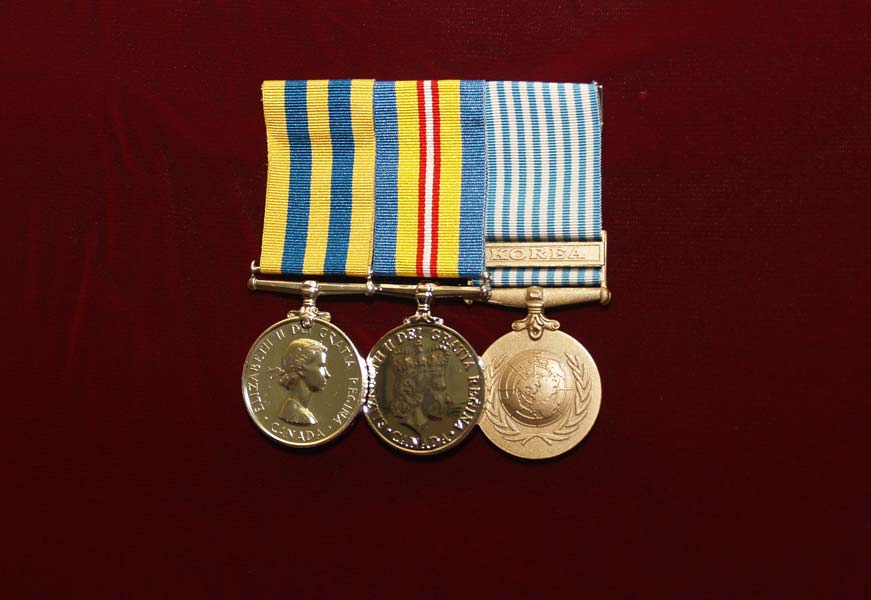 Example of mounting up to five medals.